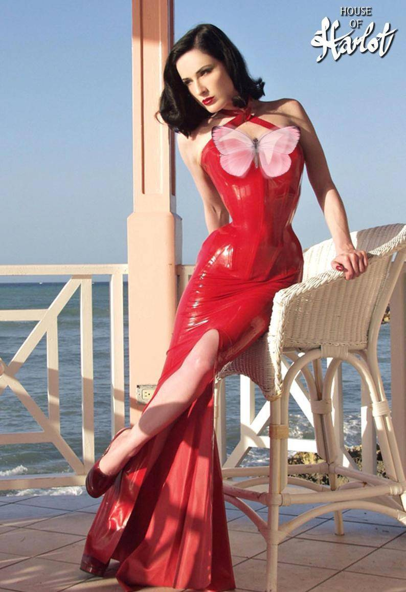 卡戴珊又穿紧身乳胶衣秀身材!显瘦效果这么好,难怪女明星都爱穿