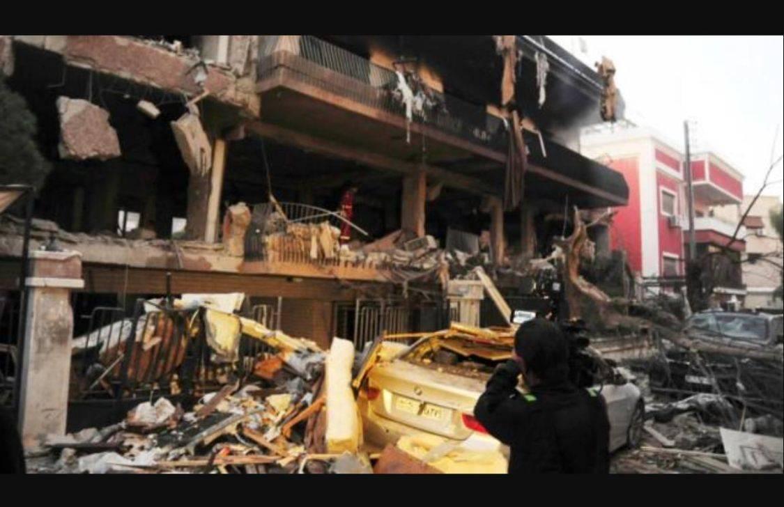 战斗突然在凌晨打响,中东小霸王越境空袭,大批导弹砸向圣城旅