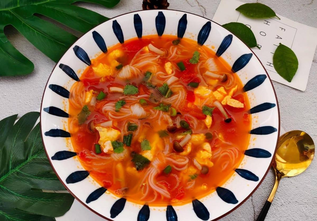 五分钟快手餐!番茄菌菇魔芋粉丝汤,少