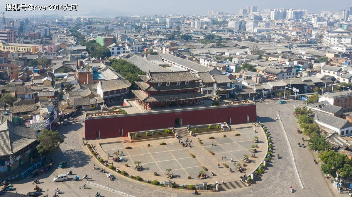 原创             云南建水一座城门酷似北京天安门,历经50多次地震安然无恙