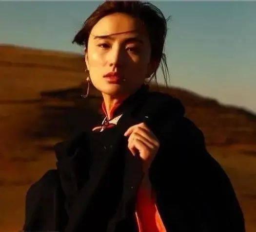 李亚鹏新女友身份被扒,世界小姐中国区冠军,影视歌模四栖艺人