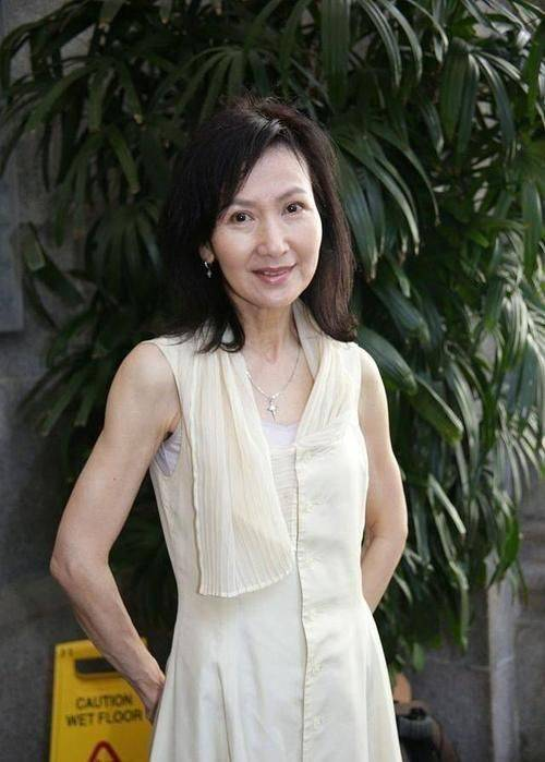 原创             陈美琪脸纹颈纹都很明显,但真实状态下,反而更美更自然!