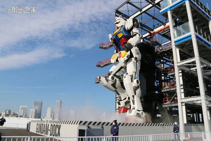 18米高的可动高达在日本横滨正式启动 有24个可动关节