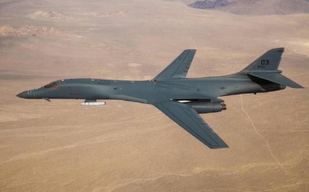 一架顶三架,美军隐身轰炸机化身真正炸弹卡车,中国压力大增