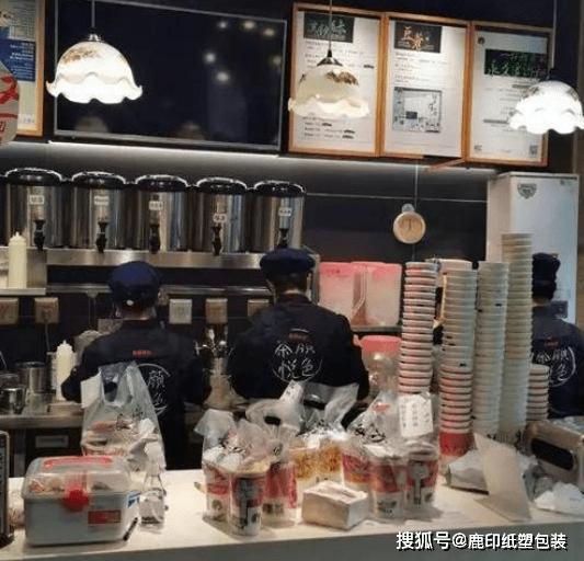 茶饮奶茶生意这么好做?武汉茶颜悦色开业,排队超8小时 (图6)
