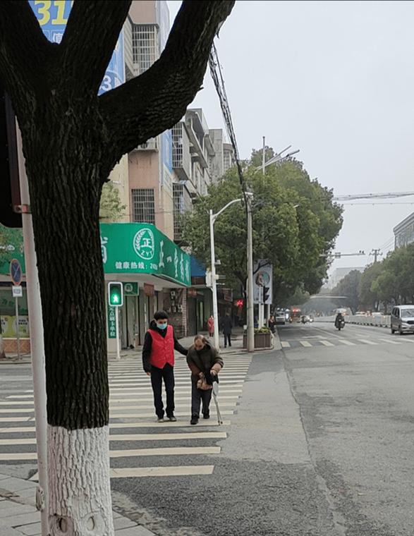 """衡山县委巡察办""""衡阳群众""""开展文明交通劝导志愿服务活动"""