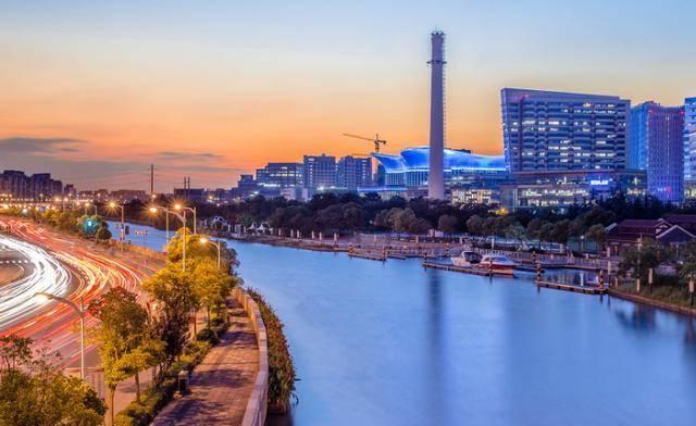 亚洲经济总量最高的城市_世界纬度最高的城市