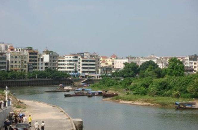 云南与缅甸两座城隔了一条河,恕我直言,不知道的以为是一个国家