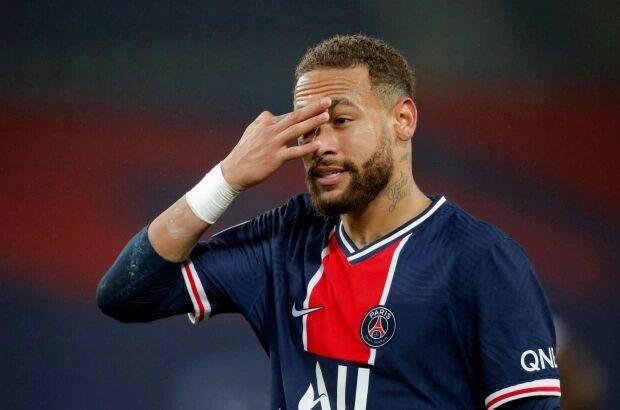 内马尔离开了巴萨加盟了巴黎,巴黎其时买断内马尔的费用高达2.22亿欧元