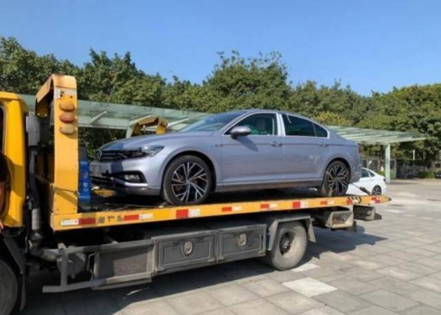 原厂新款大众迈腾装车出道灰蓝色画年轻,网友:对得起大众B级轿车