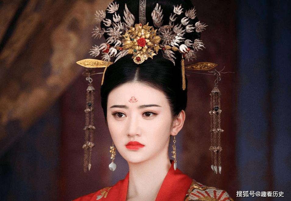 她是乾隆过继给永琪的养女,后被远嫁蒙古,成婚后第二年不幸逝世