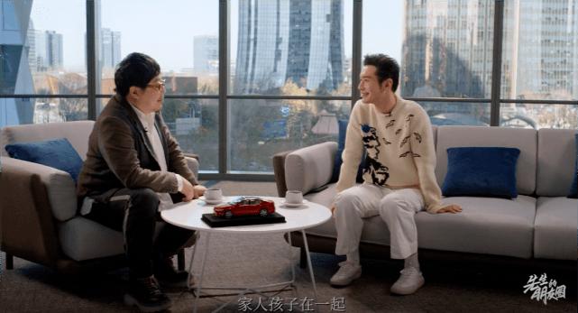 黄晓明专访聊起陪伴家人,主动提及父母跟儿子,却避谈baby  第1张