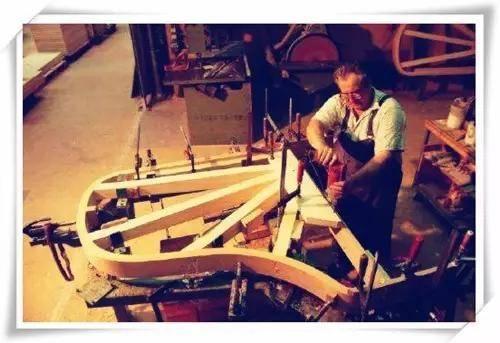 英国海斯钢琴专注原生钢琴,品质印证历史