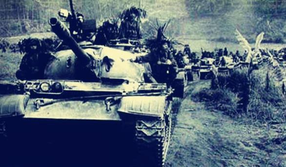 战场上的坦克兵受伤后,为什么多数宁可死在里面,也不爬出来?
