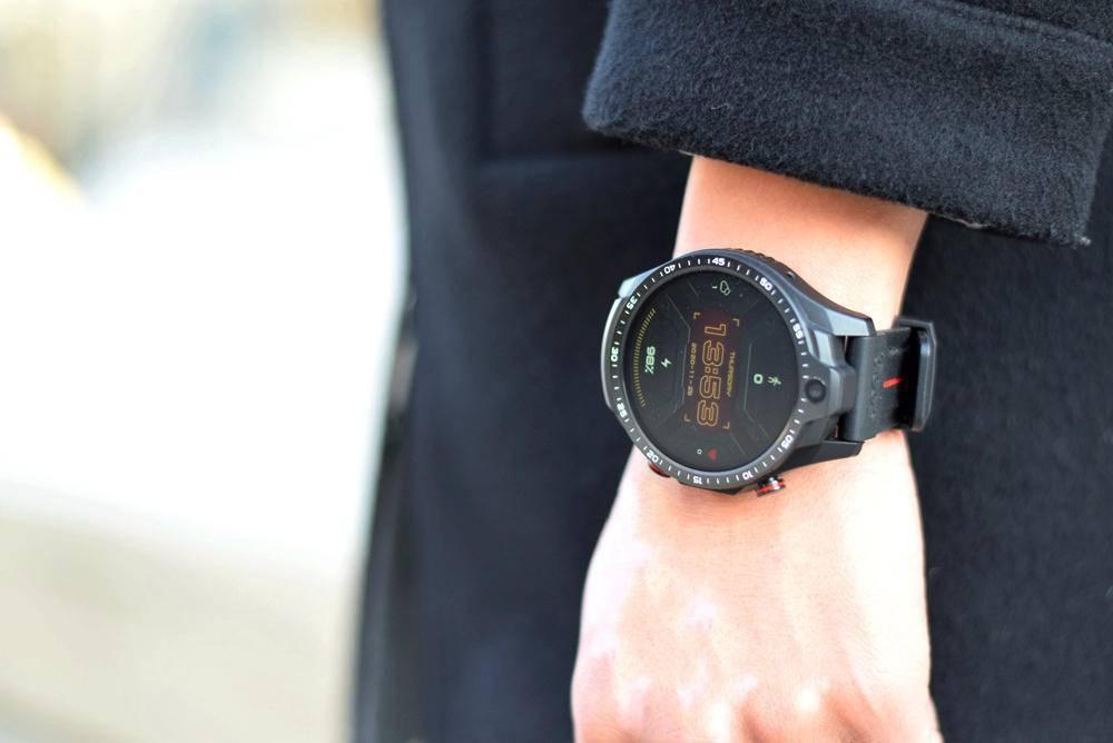全新表盘升级,双摄像头设计,Jeep黑骑士智能手表你玩过么?