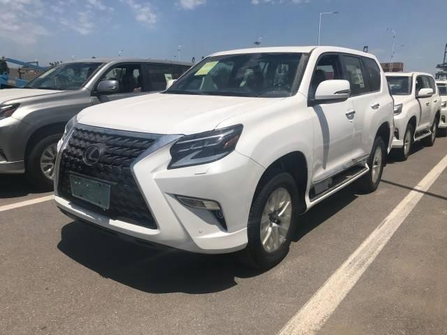 雷克萨斯GX460城市SUV在中国天津平稳运行