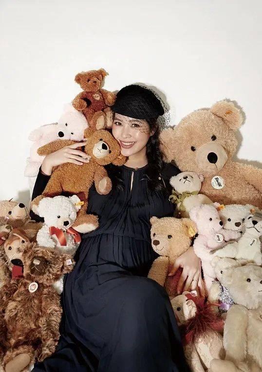 40亿台湾名媛廖晓乔挺大肚上杂志封面,曾是不婚主义,自曝盼了六年才怀孕  第2张