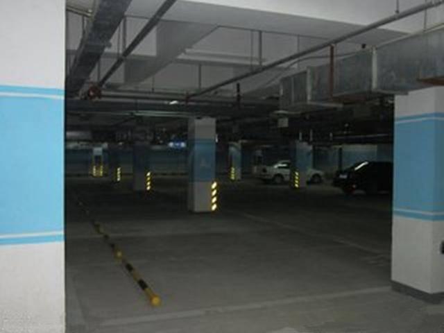 原地下车库停车要注意,新手司机记住这6点,下次不会晕