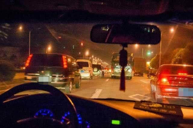 原来人们最不喜欢的三个尾灯,亮度比远光灯好,可以快速变道