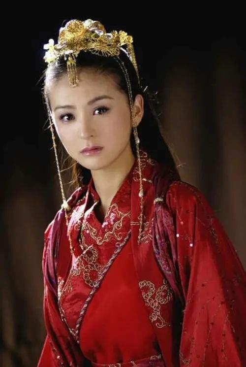 戴娇倩40岁肤白貌美气质佳,女儿继承高颜值,富豪老公痴心相伴  第4张