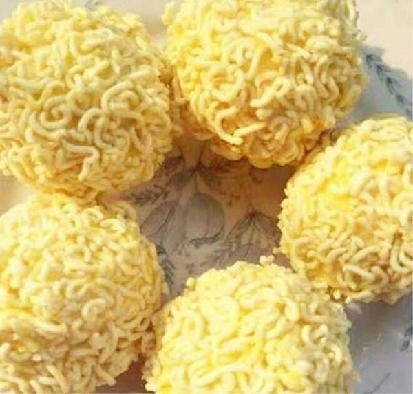 剩米饭不一定要炒着吃,多加3样食材,做成小零食,是孩子的最爱