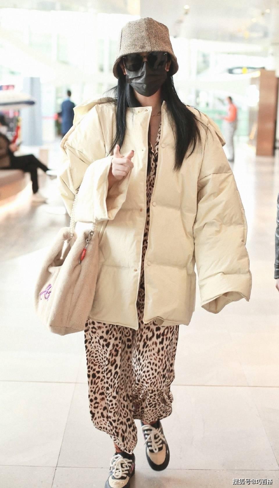 原创             赵小棠穿搭永远这么高调,优雅又火辣的调调个性鲜明,辨识度很高
