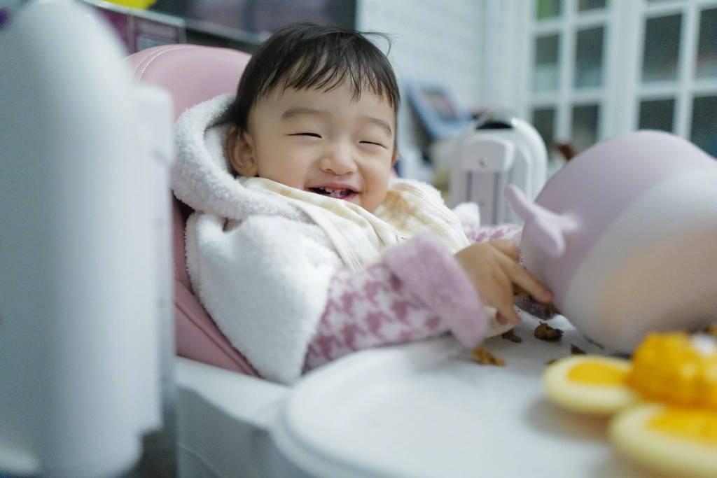 原来何带女儿去蹦床了!据《太阳报》报道,只有这对母女被丈夫喊到,回应超级甜