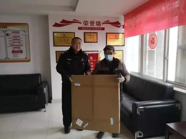 """热烈庆祝中国人民警察节丨货物""""离车出走"""" 蜀黍迅速帮其找回失主"""