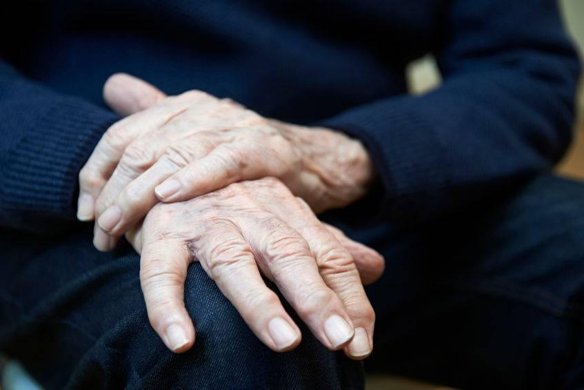 老年人过性生活就是为老不尊?提醒:避开3个误区,好处真不少