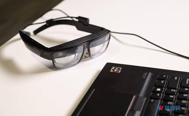 原创             联想发布企业级AR眼镜ThinkReality A3,支持接PC电脑和智能手机