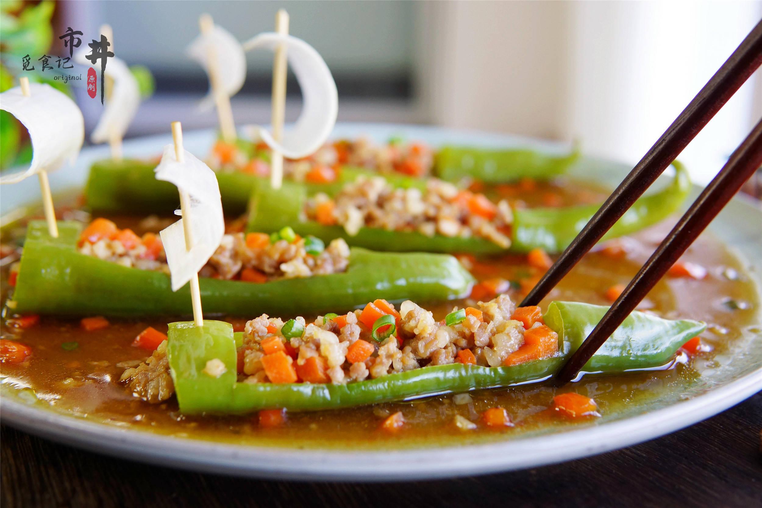 """年夜饭上加盘""""一帆风顺"""",几个青椒蒸一蒸,鲜香解馋,寓意好"""
