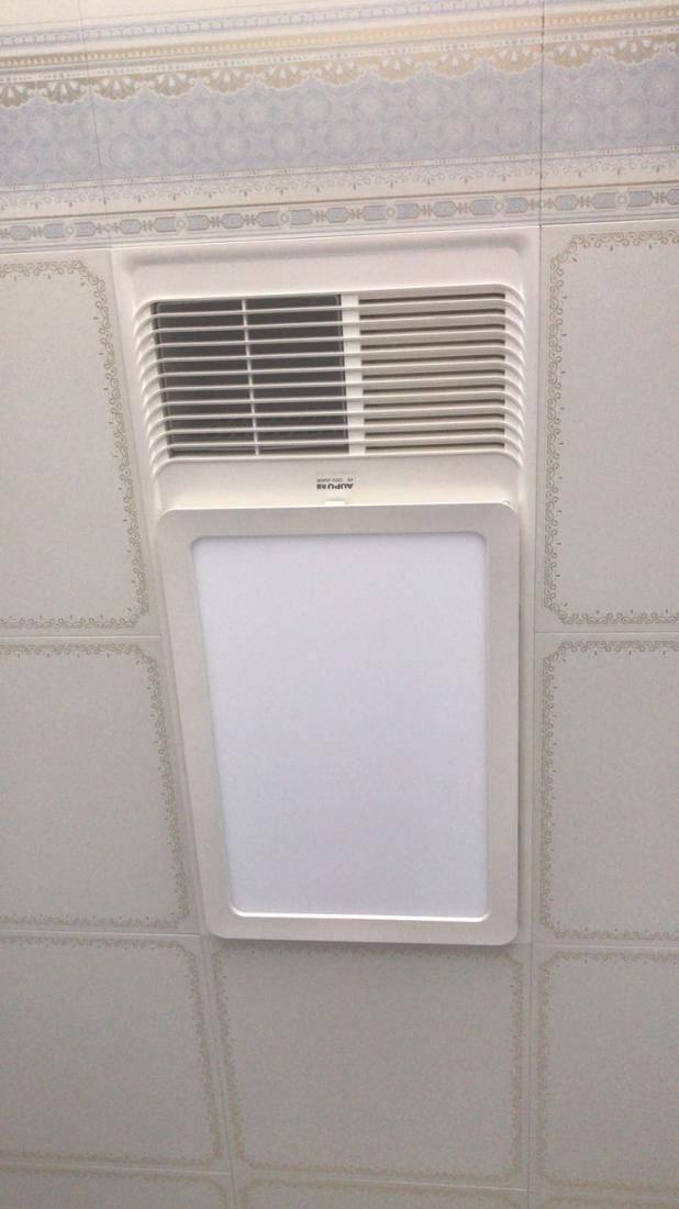 卫生间墙上有个圆孔好难看,真想封了,工人:不能堵!这是排气孔