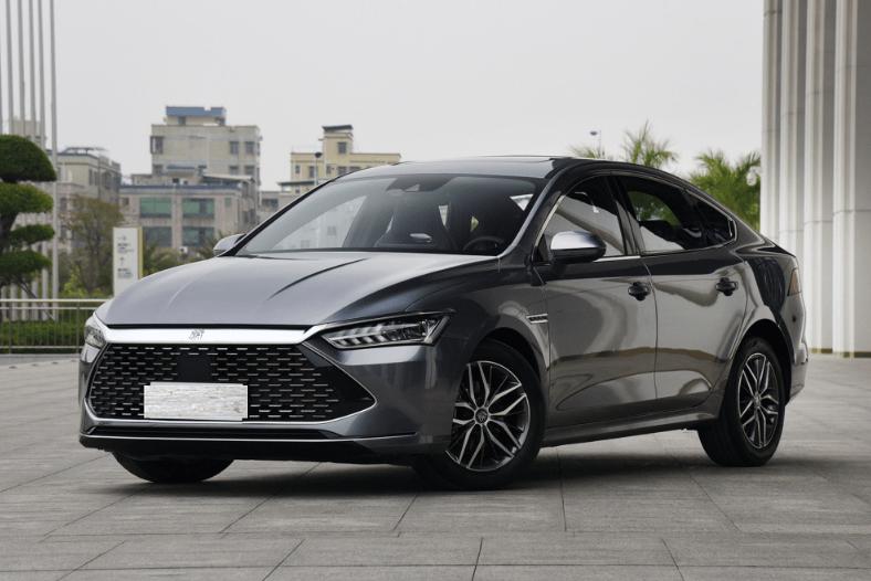 """原比亚迪也是""""硬碟"""",热效率43%,油耗3.8L,预售新车10.78万辆"""