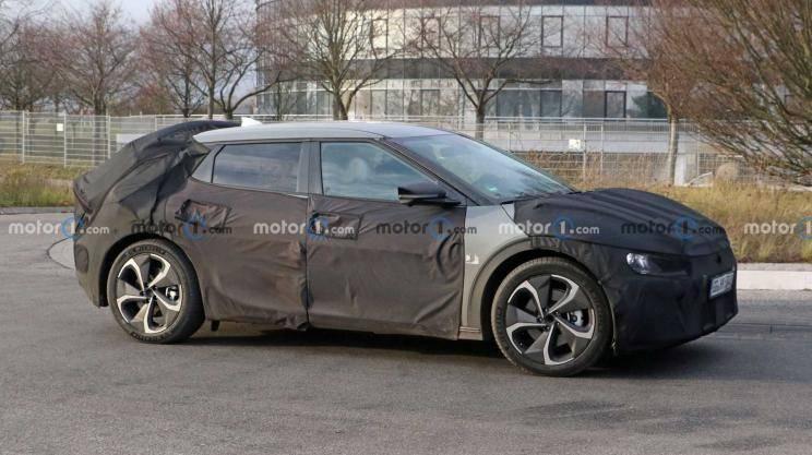 起亚新款电动SUV间谍照曝光,基于E-GMP平台