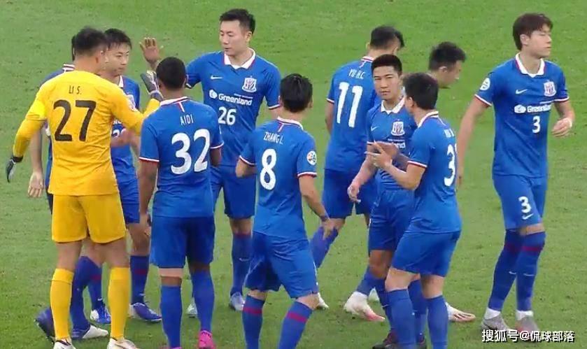 原创             中国足球再闹笑话!曝申花签下特殊条款,外援想走就走,球迷怒了
