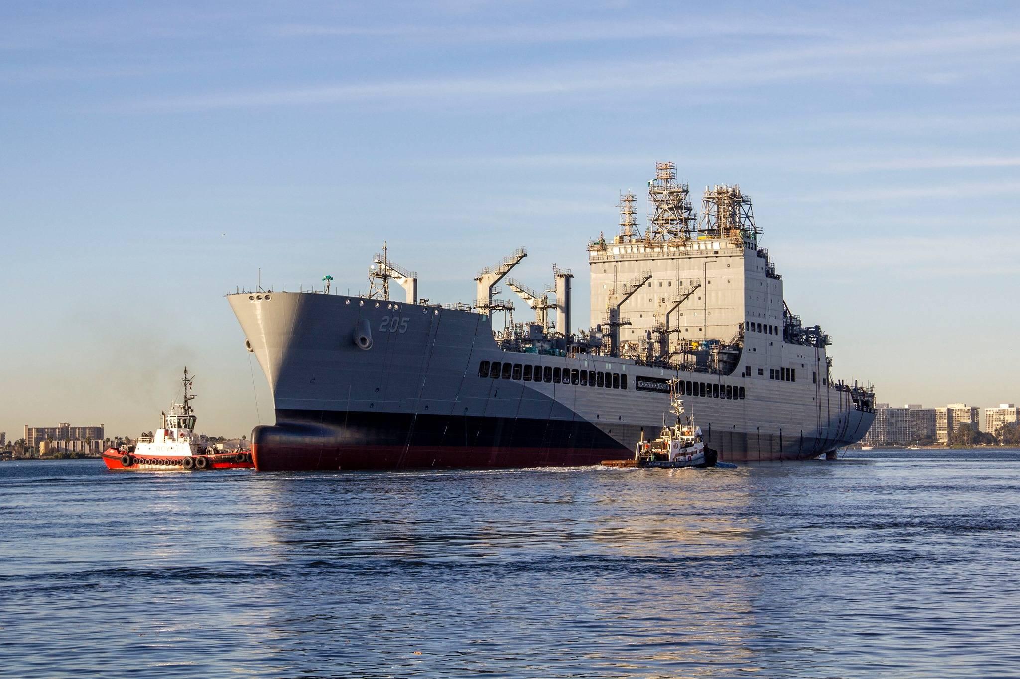 美国海军又一艘5万吨巨舰下水,要造20艘,航母战斗群必不可少