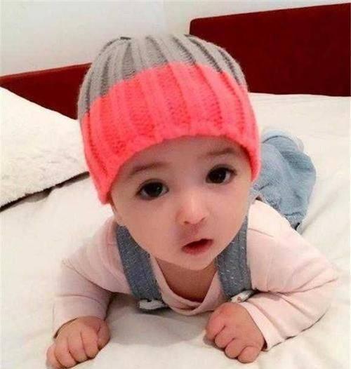 """这个女宝宝一出生就因颜值高成为了网红,被网友称为""""最美女婴"""""""