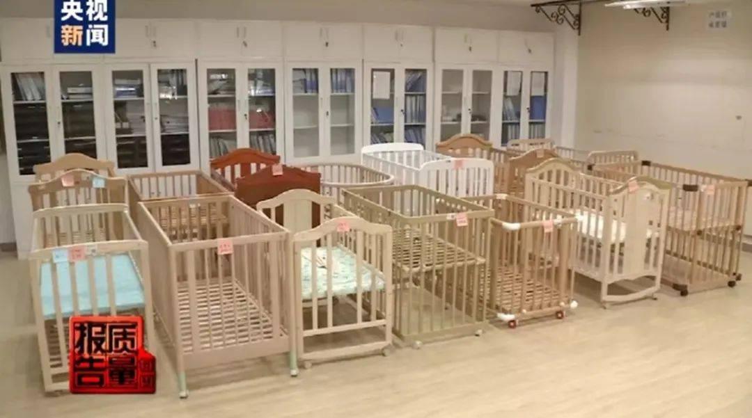 被央视点名的问题婴儿床,夹腿卡头事故频发,不知情的家长还在买