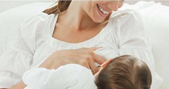 坚持母乳喂养好处多,不仅宝宝健康,宝妈还可以预防这几种疾病
