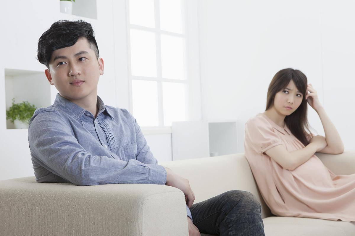 """孕妇孕吐难自控,遭丈夫嫌弃""""倒胃口"""",这个孩子还要继续生吗?"""