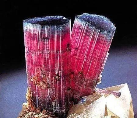 碧玺是所有宝石中颜色最多的,哪种颜色最好、最贵、最流行呢?