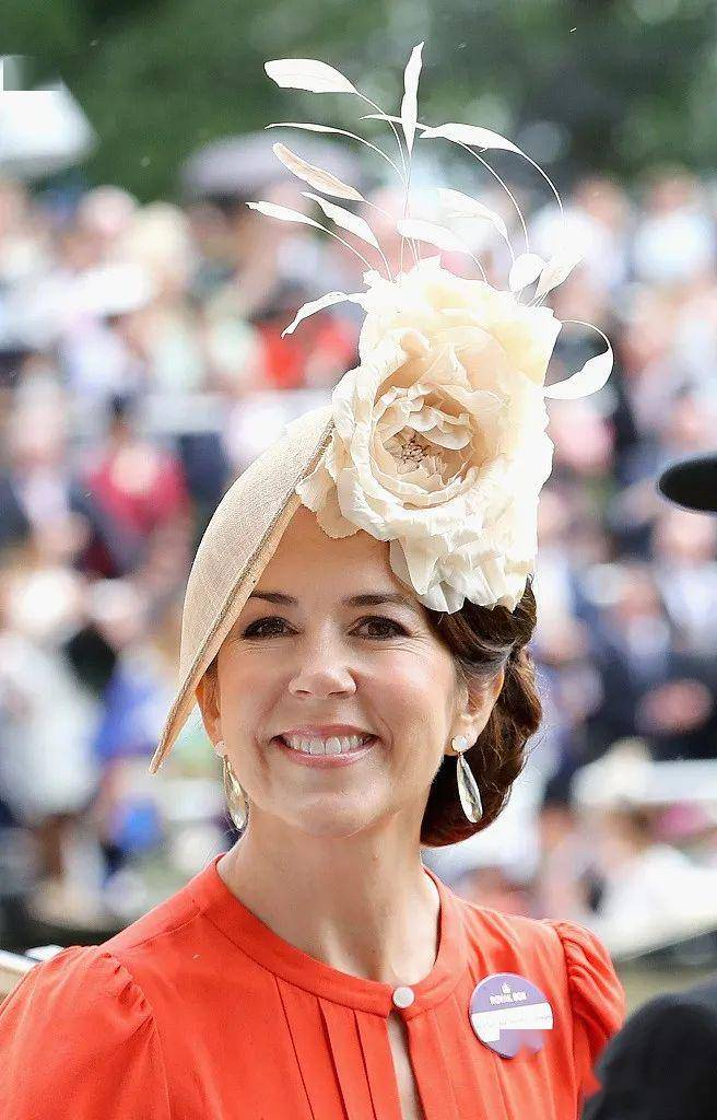 """泡吧""""捡""""的帅哥竟是丹麦王子?平民女孩变最美王妃,太甜!"""