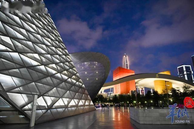 夜游艺术馆,从夜间角度去观察深圳?走起