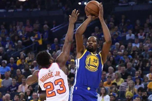 喜欢打篮球的小伙伴经常会因为投进了空心篮而欢呼雀跃