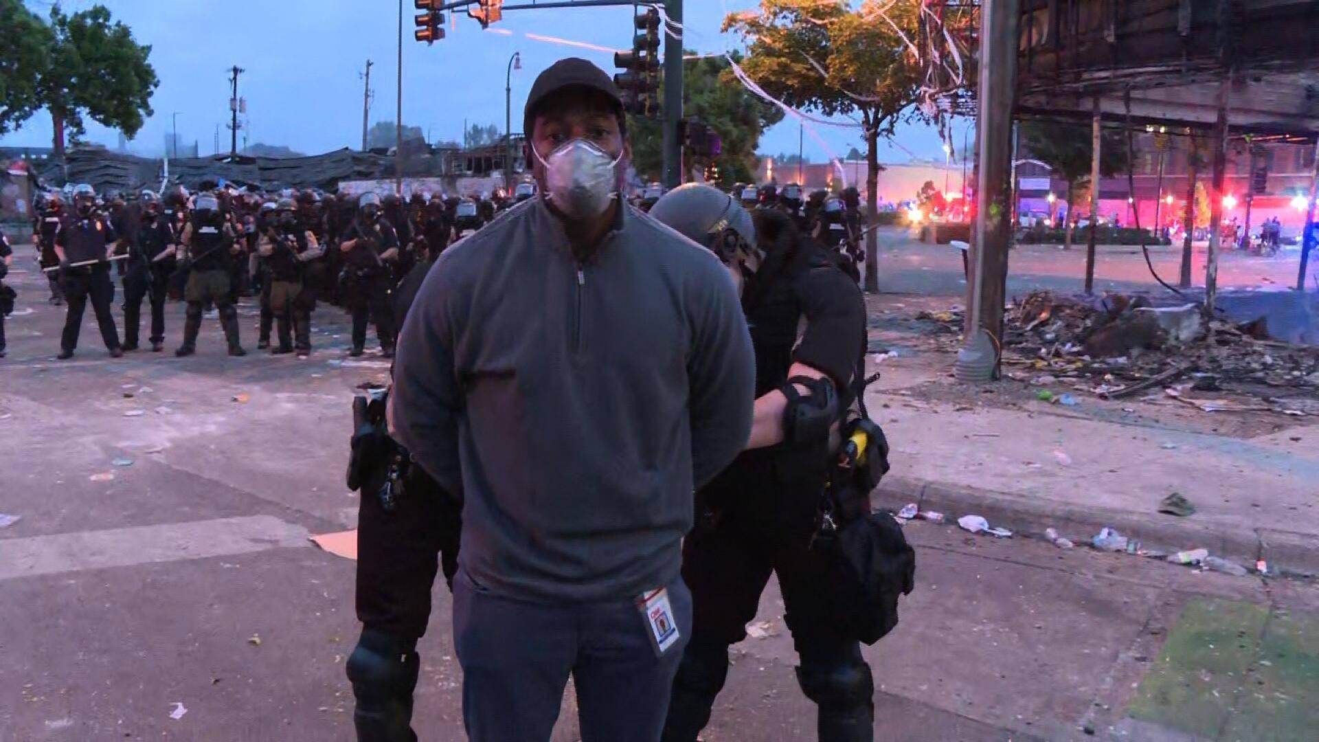 记者直播美国骚乱被警察抓后,CNN发声明:立即放人!-WordPress极简博客