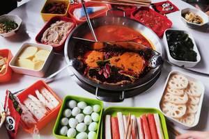 四川一高校食堂开设火锅窗口,学生自选菜品30元吃到饱