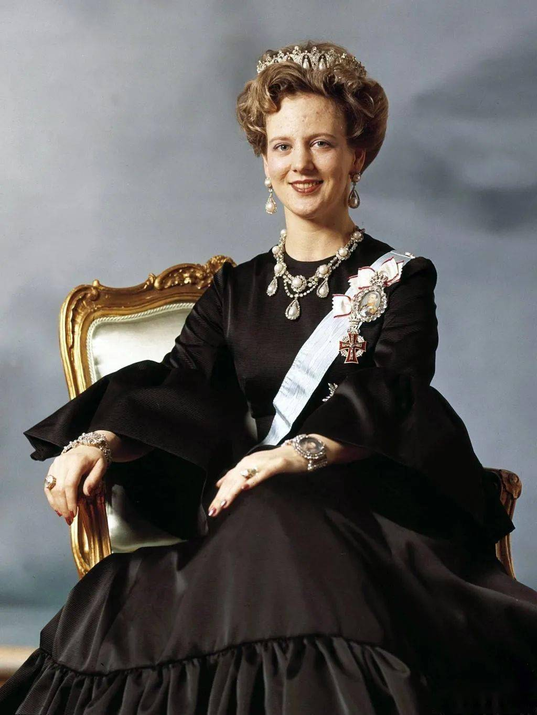 """王室圈最酷女王:抽烟喝酒超放飞,""""娶""""个法国老公被宠上天"""