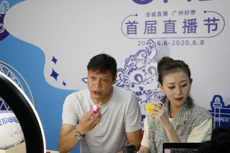 足球先生范志毅淘宝直播首秀:直播