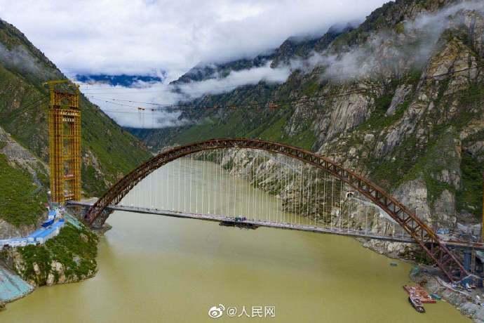 超硬核!世界跨度最大铁路钢管混凝土拱桥合龙