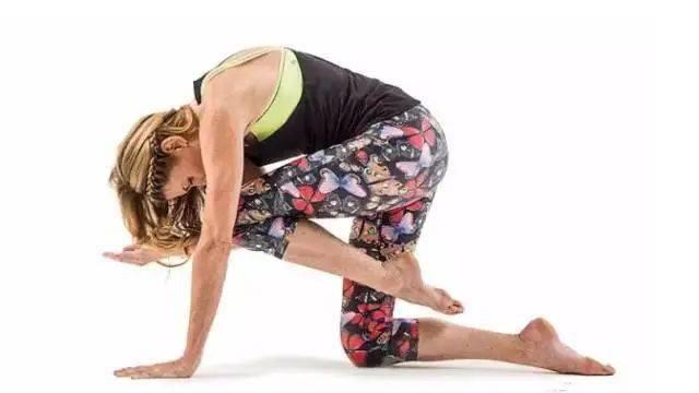 肚子上肉太多?坚持做这几个瑜伽动作瘦到你尖叫! 减肥窍门 第7张